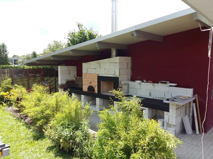 Sommerküche im unverputzten Rohbau