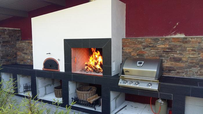 Outdoor Sommerküche mit eingebautem Gasgrill