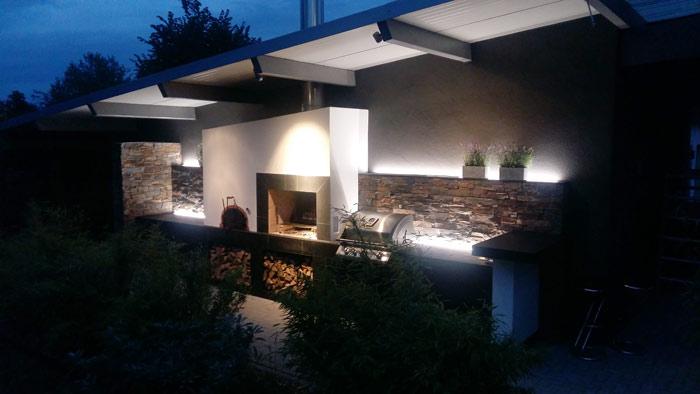 Outdoor Sommerküche beleuchtet