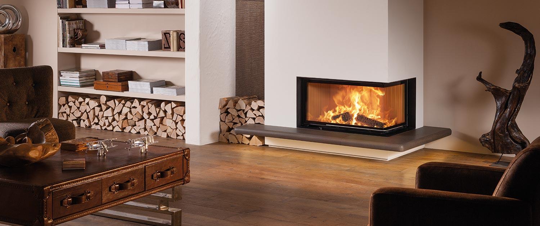 Brunner Eck-Kamin mit braunem Feuertisch
